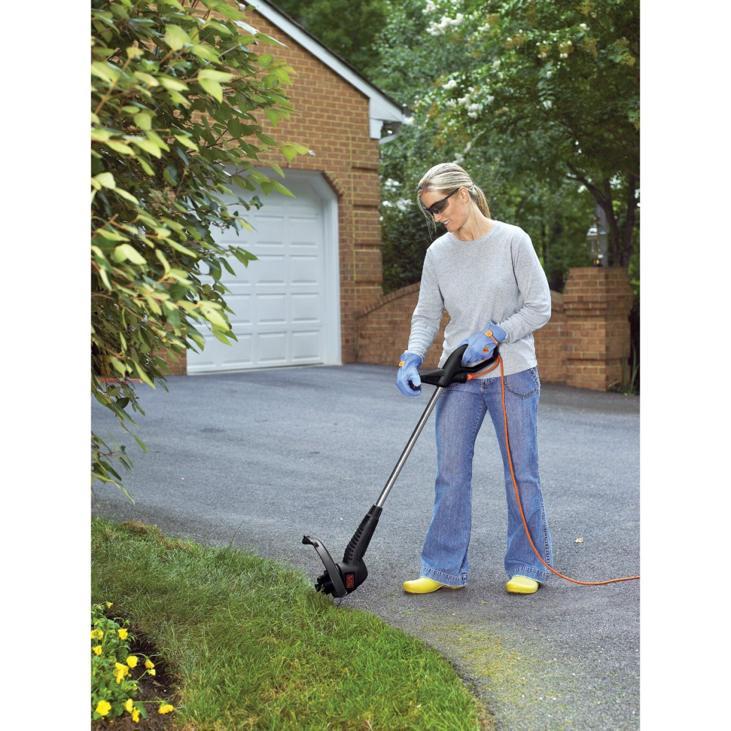 Black & Decker 12 In. 3.5-Amp Corded Electric String Trimmer Edger Image 4